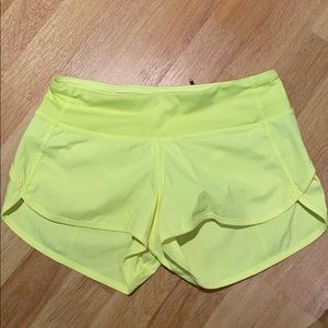 Lululemon Speed Up Short 2.5 inch - size 2